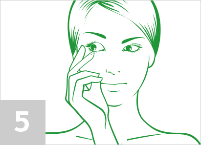 Step 5: How to put contact lenses in